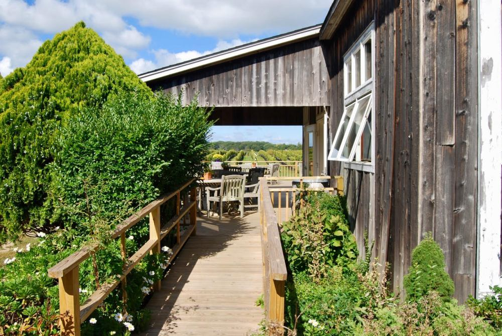 vineyard porch