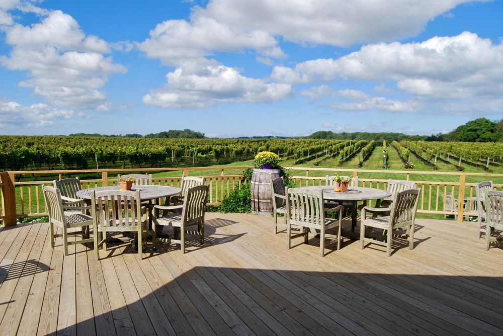 vineyard vines tables